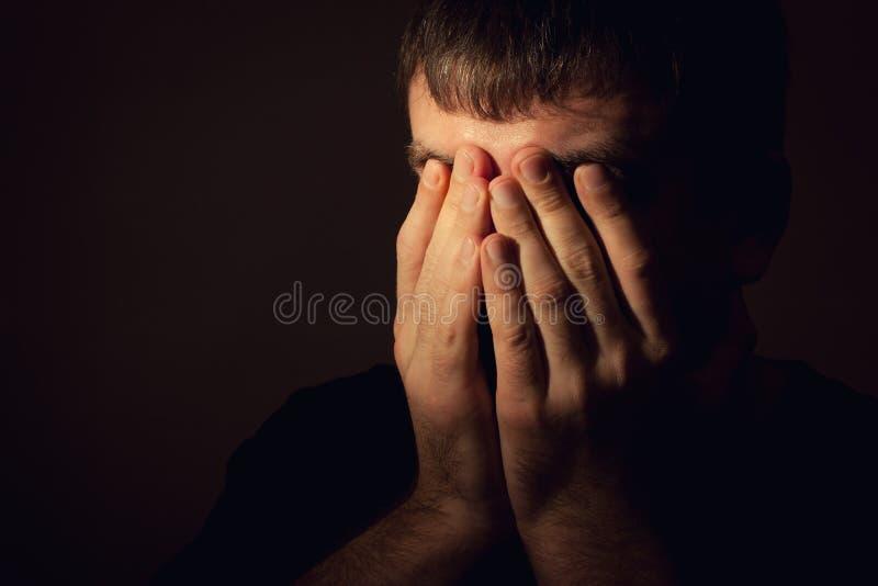 Homem na depressão foto de stock