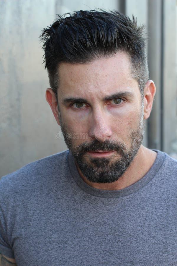 Homem na moda 'sexy' com uma barba imagens de stock