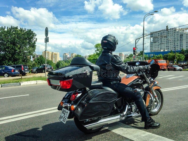 Homem na motocicleta imagem de stock