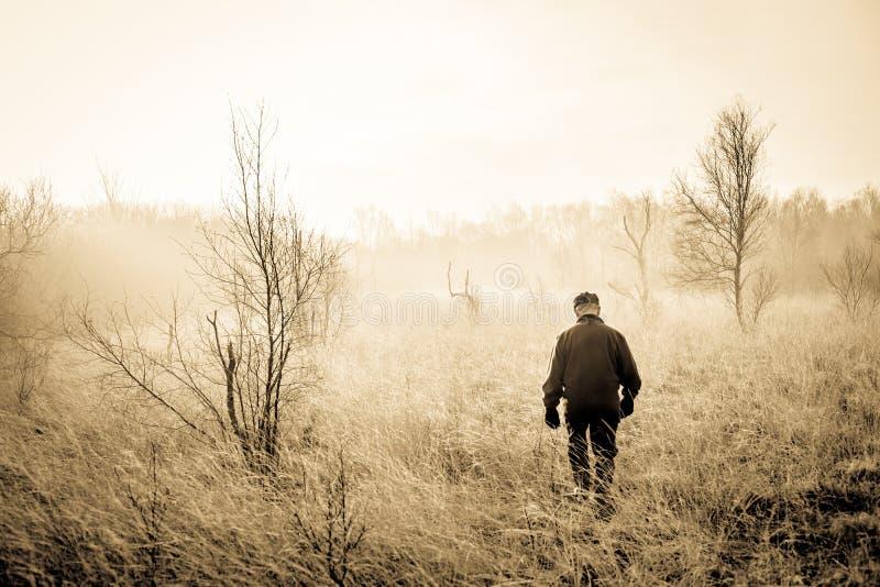 Homem na natureza fotografia de stock