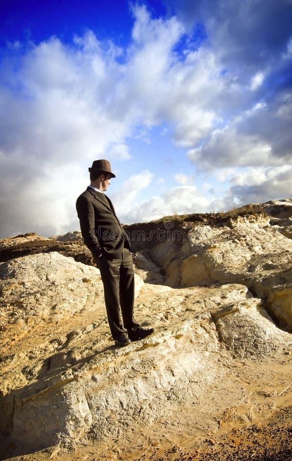 Homem na paisagem imagens de stock royalty free
