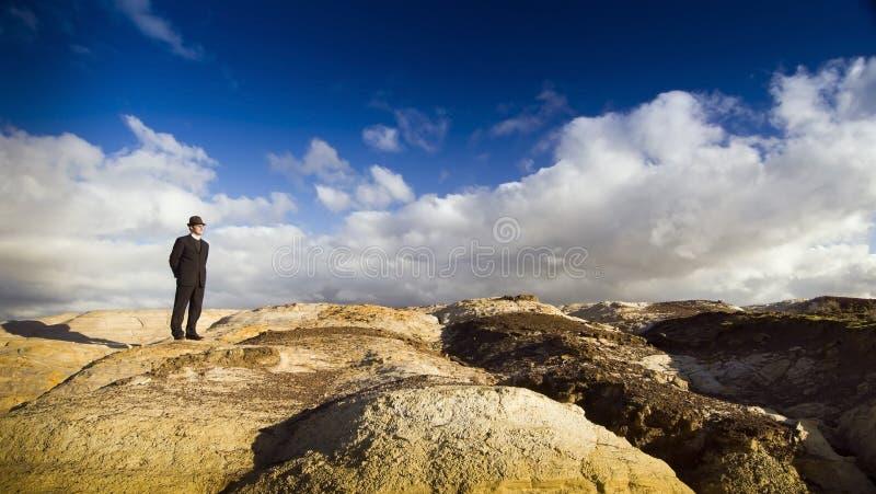 Homem na paisagem foto de stock royalty free
