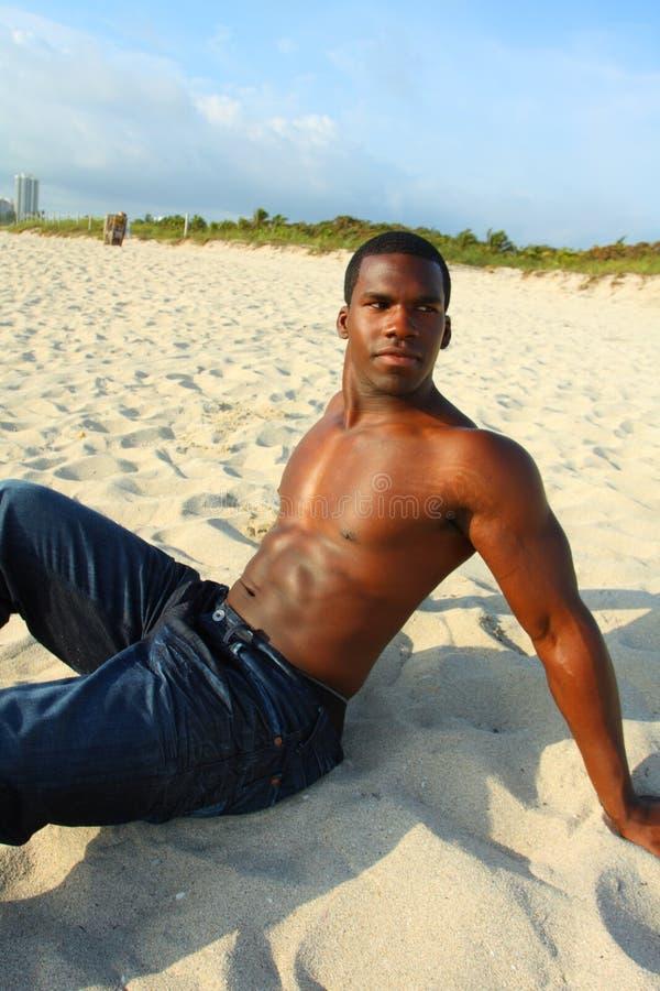 Homem na praia imagens de stock royalty free