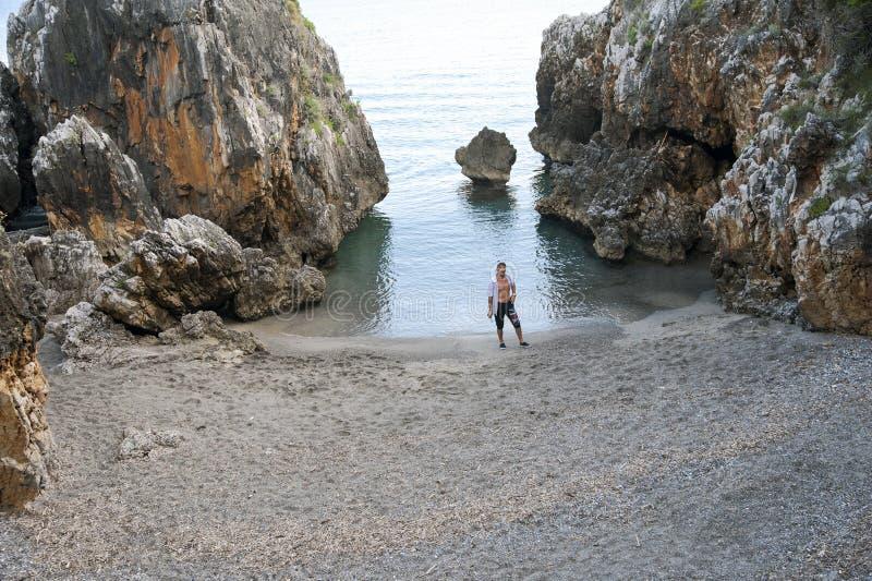 Homem na praia fotos de stock