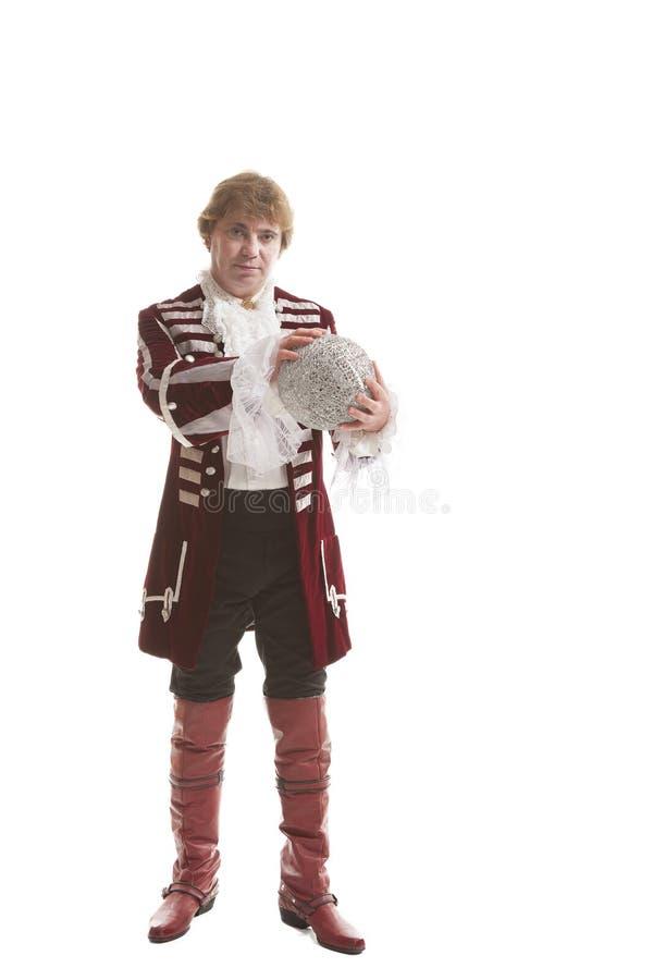 Homem na roupa medieval com bola decorativa imagem de stock royalty free