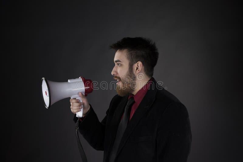 Homem na vista lateral que guarda o megafone fotografia de stock