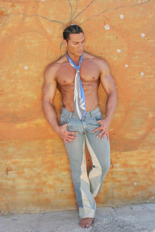 Homem nas calças de brim imagem de stock