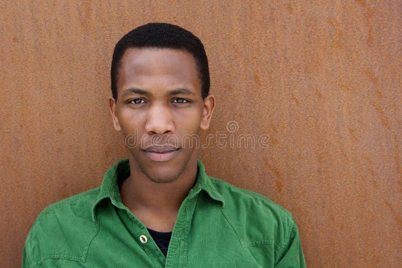 Homem negro com expressão séria imagens de stock royalty free