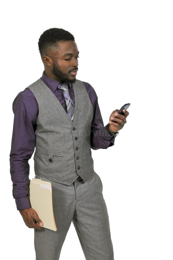 Homem negro em um telefone celular imagem de stock