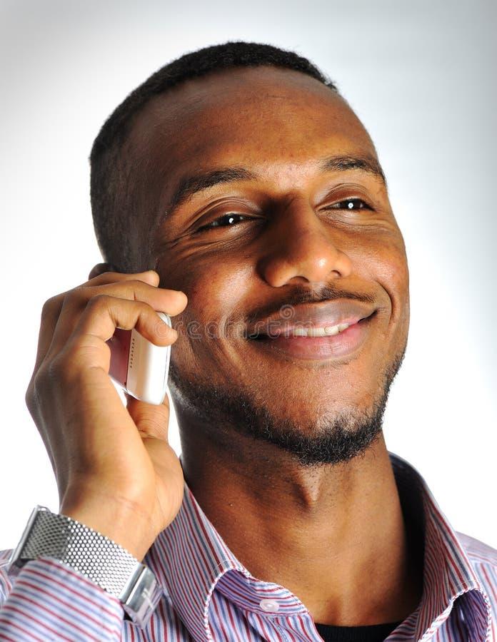 Homem negro feliz e do sorriso fotos de stock royalty free