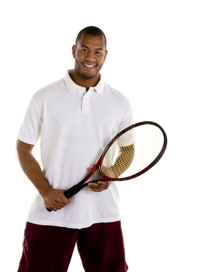 Homem negro na camisa branca com raquete de tênis fotografia de stock