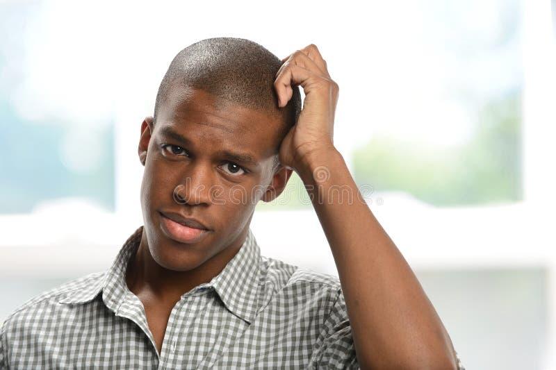 Homem negro novo preocupado fotografia de stock royalty free