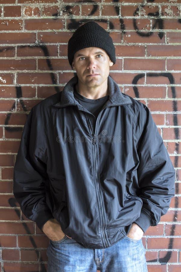 Homem no ajuste urbano fotos de stock royalty free