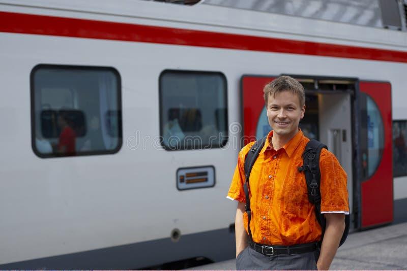 Homem no batente do trem foto de stock royalty free
