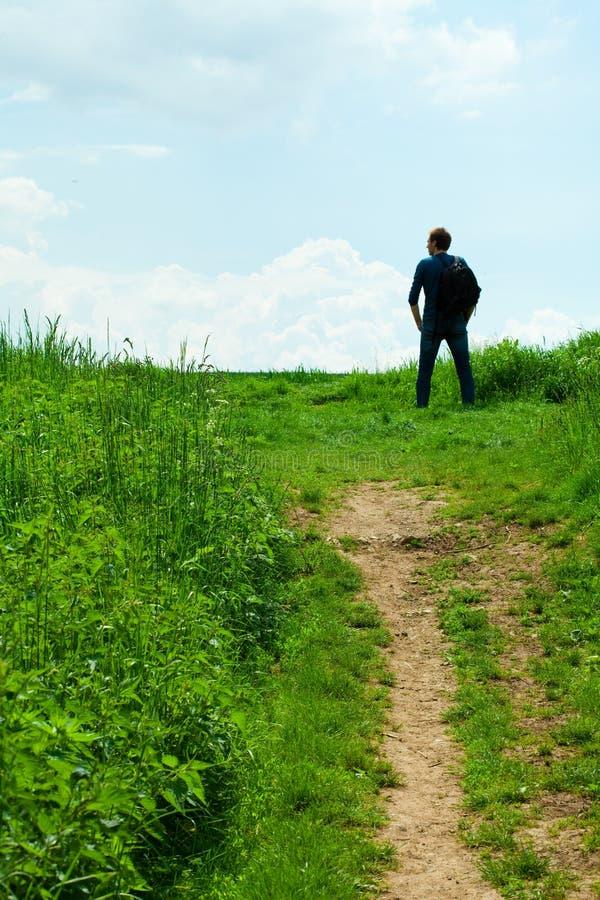 Download Homem no campo foto de stock. Imagem de paisagem, realização - 16857834