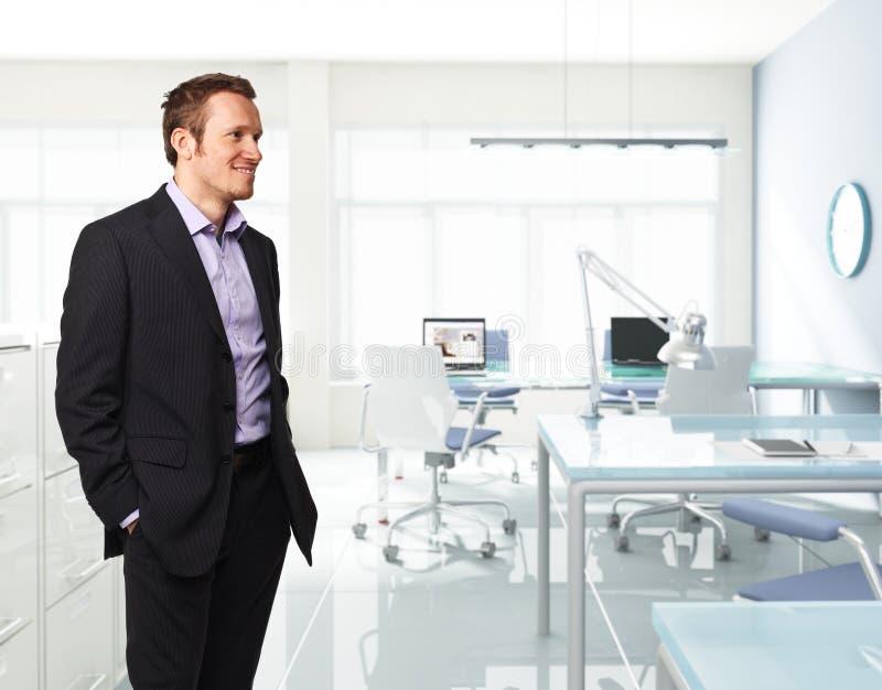 Homem no escritório imagem de stock royalty free