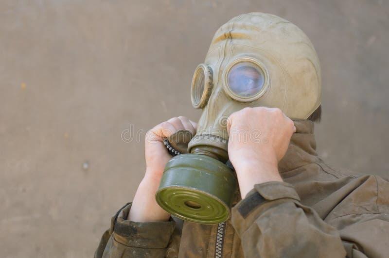 Homem no gasmask fotos de stock
