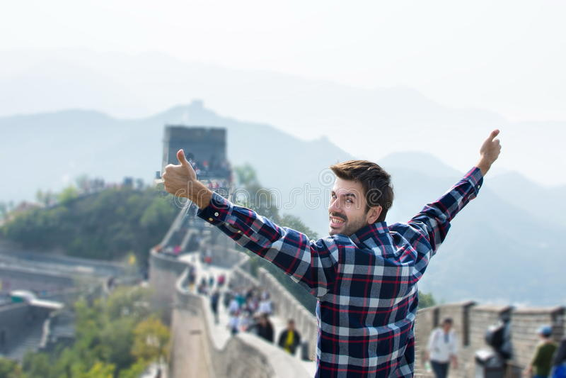Homem no Grande Muralha de China imagem de stock royalty free