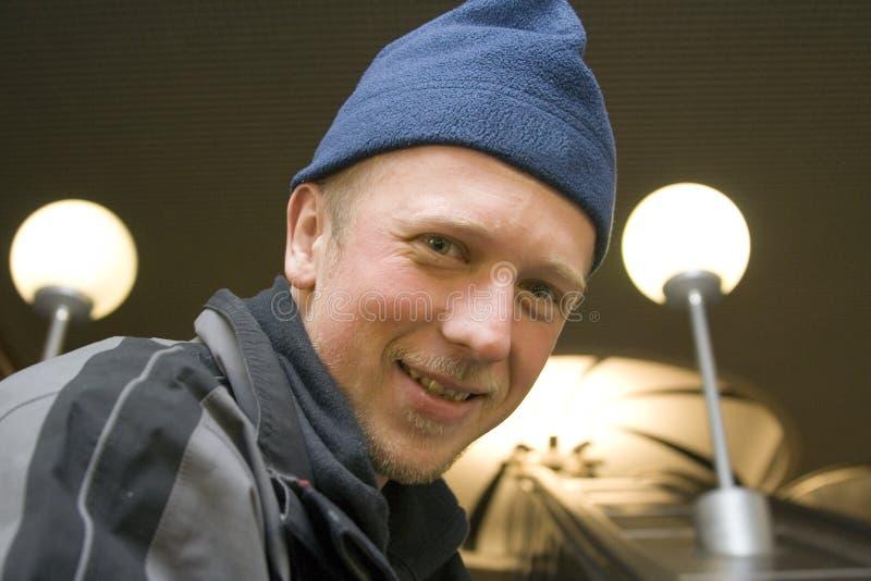 Homem no metro de Moscovo fotografia de stock