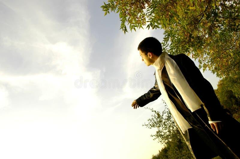 Homem no parque foto de stock