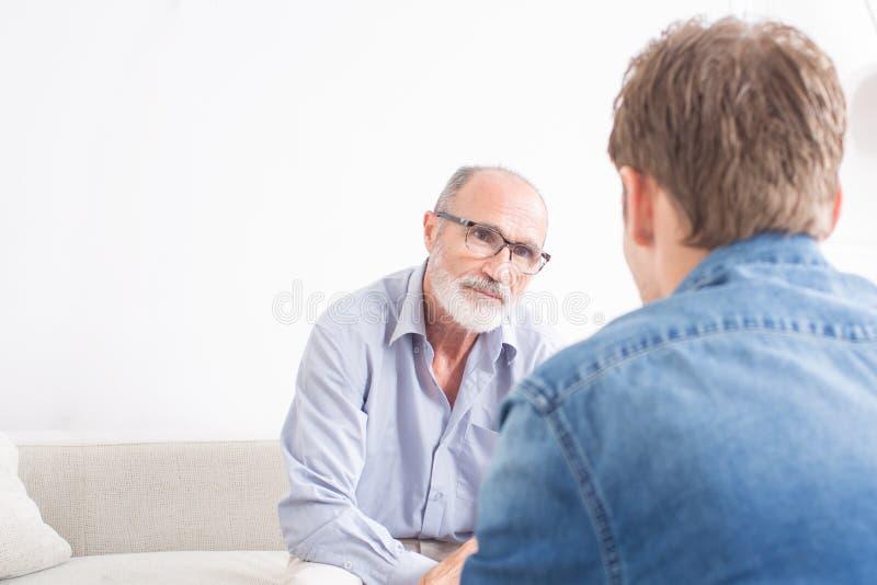 Homem no psicólogo imagem de stock