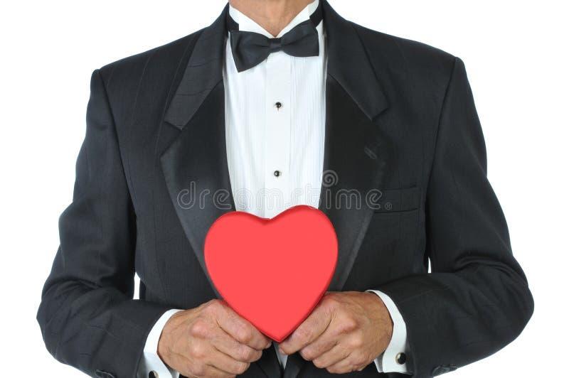 Homem-no smoking com coração vermelho imagens de stock