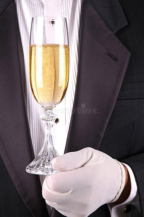 Homem no smoking com vidro de Champagne imagens de stock royalty free