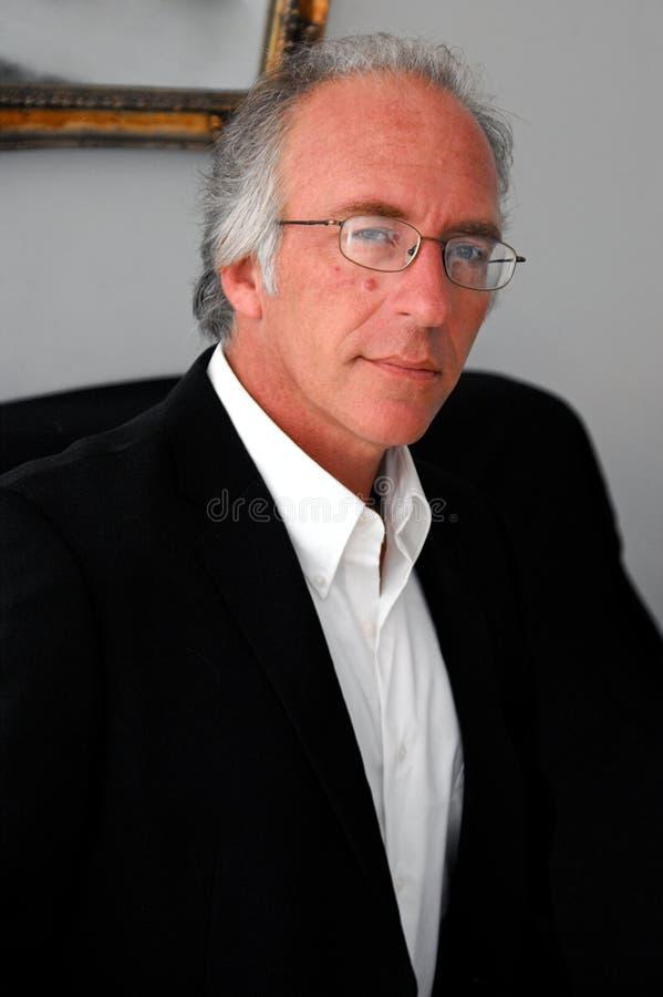 Homem no suitcoat foto de stock