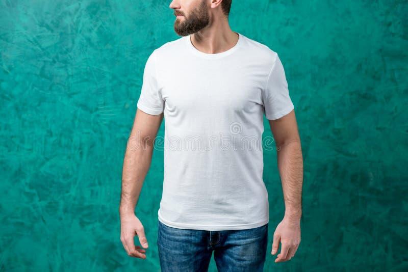 Homem no t-shirt branco fotografia de stock royalty free