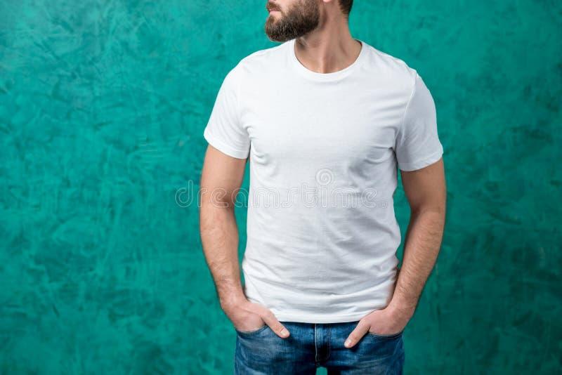 Homem no t-shirt branco fotografia de stock