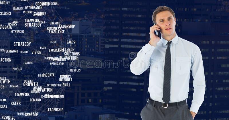 Homem no telefone contra a cidade da noite com conectores imagem de stock