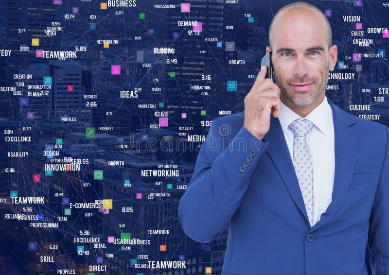 Homem no telefone contra a cidade da noite com conectores fotos de stock