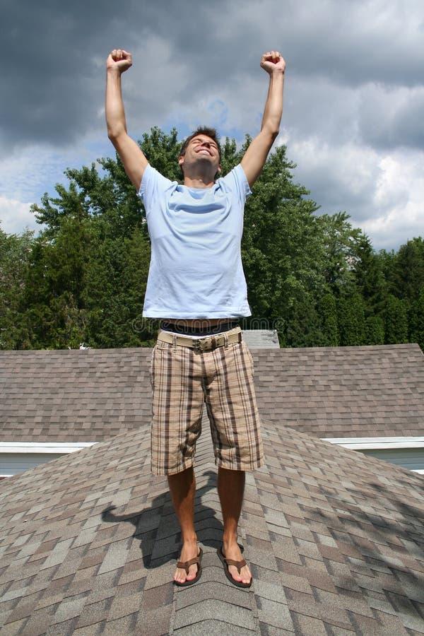 Homem no telhado imagens de stock