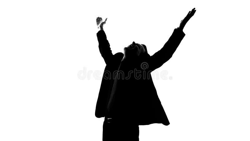 Homem no terno que levanta as mãos completamente da felicidade, obtido partida afortunada, bem sucedida fotos de stock royalty free