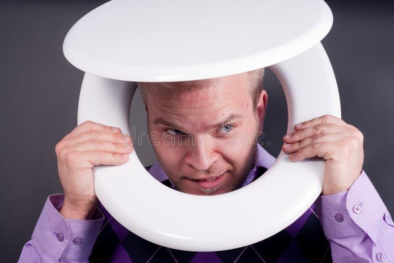 Homem no toalete foto de stock