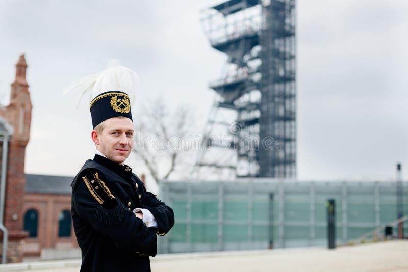 Homem no uniforme preto da gala do mineiro do contramestre de carvão imagens de stock royalty free