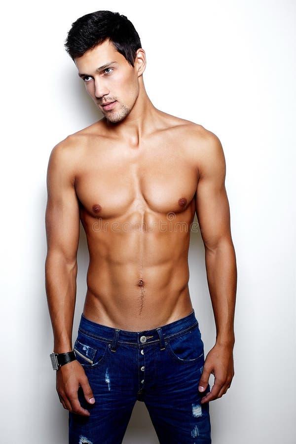 Homem novo à moda da forma 'sexy' imagem de stock