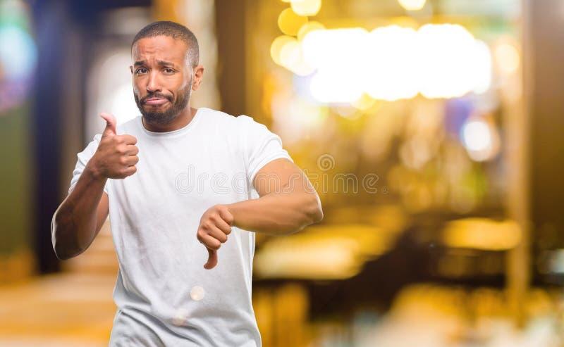 Homem novo africano sobre o fundo branco imagem de stock