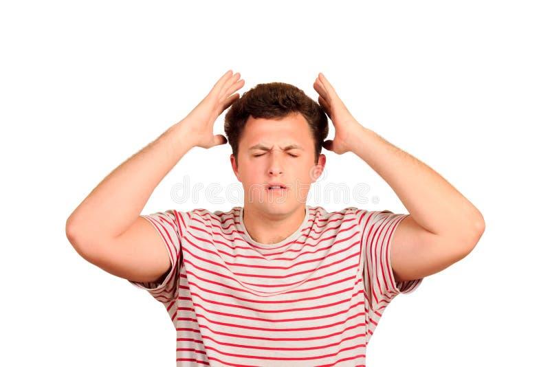 Homem novo com cabeça da tampa da dor de cabeça com mãos Retrato deprimido esgotado do indivíduo homem emocional isolado no fundo fotos de stock royalty free