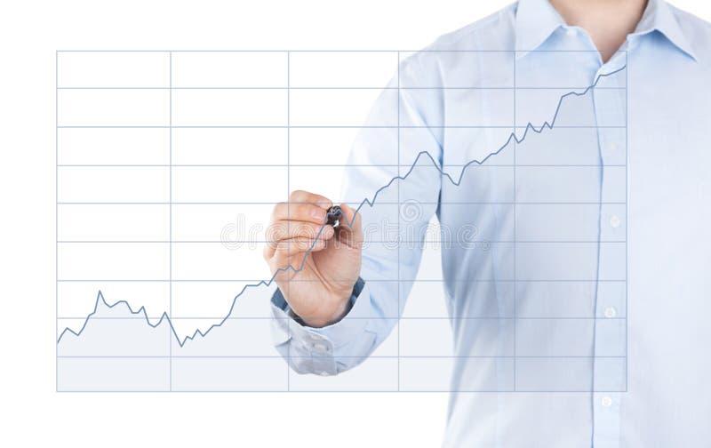 Homem novo com carta crescente foto de stock