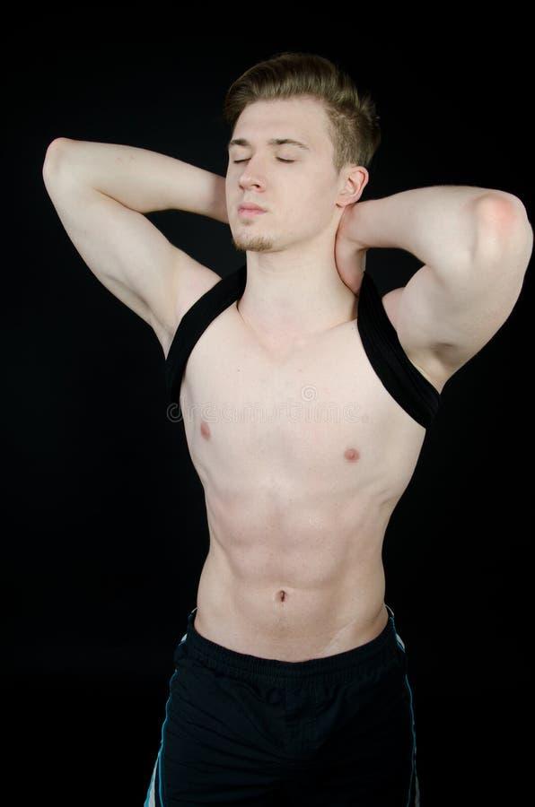 Homem novo com corpo 'sexy' foto de stock
