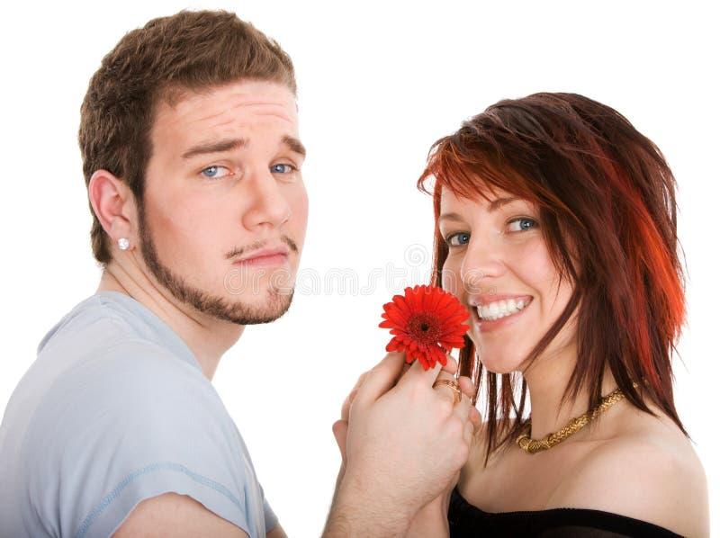 Homem novo com flor e a menina bonita fotos de stock
