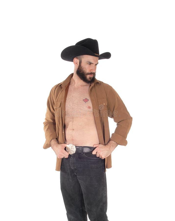 Homem novo com o chapéu aberto da camisa e de vaqueiro fotografia de stock royalty free
