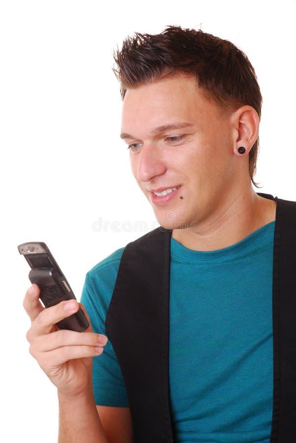 Homem novo com telemóvel imagem de stock royalty free