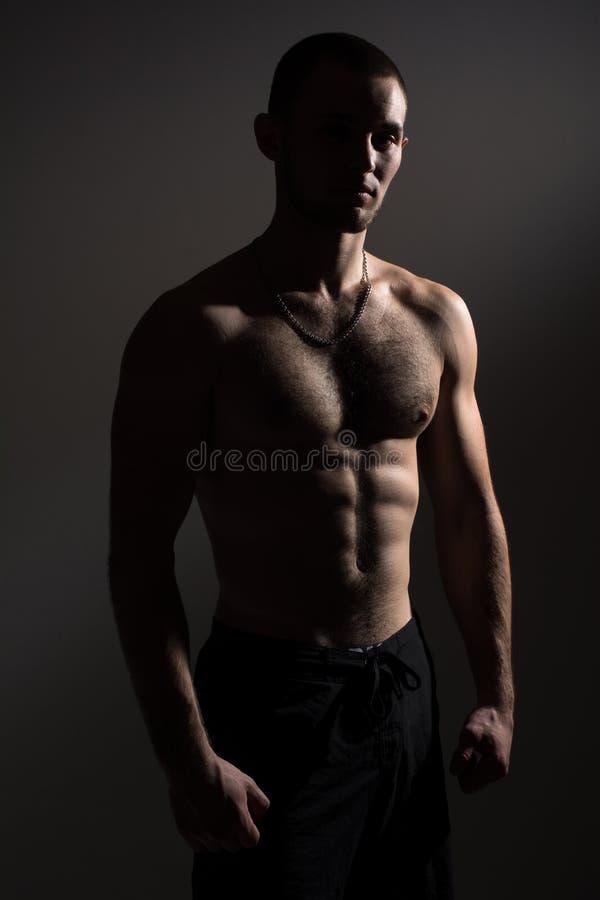 Homem novo com um torso despido imagem de stock royalty free