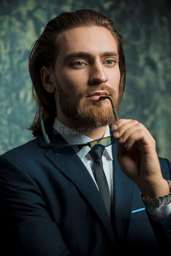 Homem novo considerável fotografia de stock royalty free