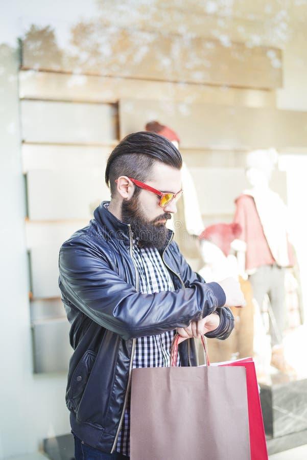 Homem novo considerável com barba fotos de stock