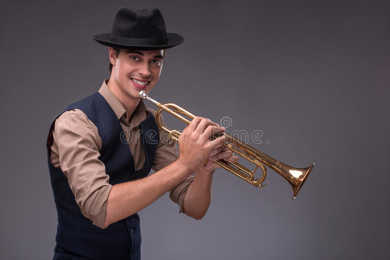 Homem novo considerável do jazz fotografia de stock royalty free