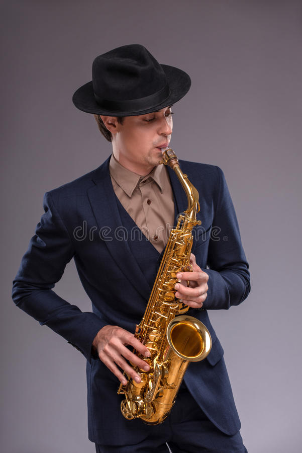 Homem novo considerável do jazz foto de stock royalty free
