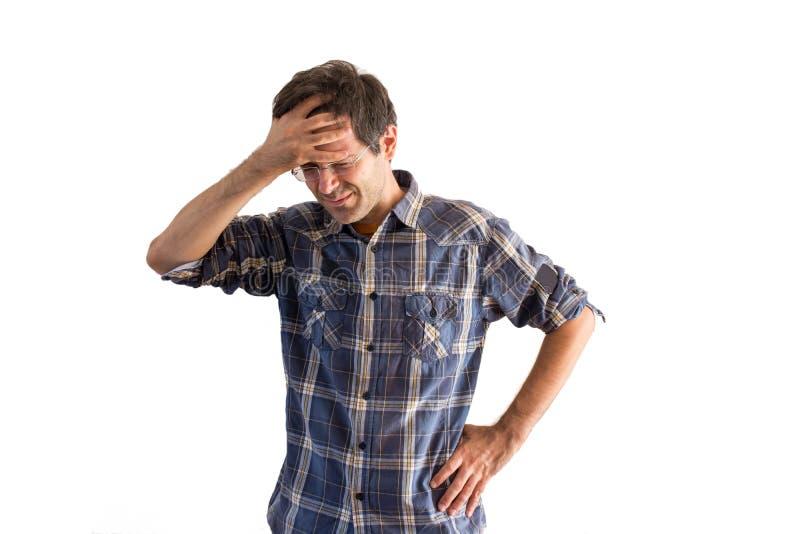 Homem novo de sofrimento com dor de cabeça imagem de stock
